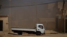 A car moves closer to the frontline outside of Bin Jawaad, 150 km east of Sirte, central Libya, Monday, March 28 2011. (AP / Anja Niedringhaus)