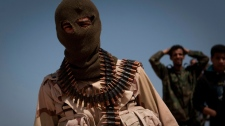A Libyan rebel on the front line outside of Bin Jawaad, 150 km east of Sirte, central Libya, Monday, March 28 2011. (AP / Anja Niedringhaus)