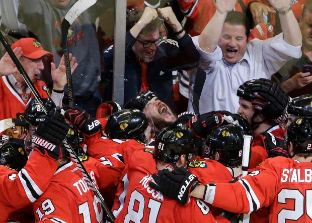 Chicago Blackhawks beat Detroit Red Wings
