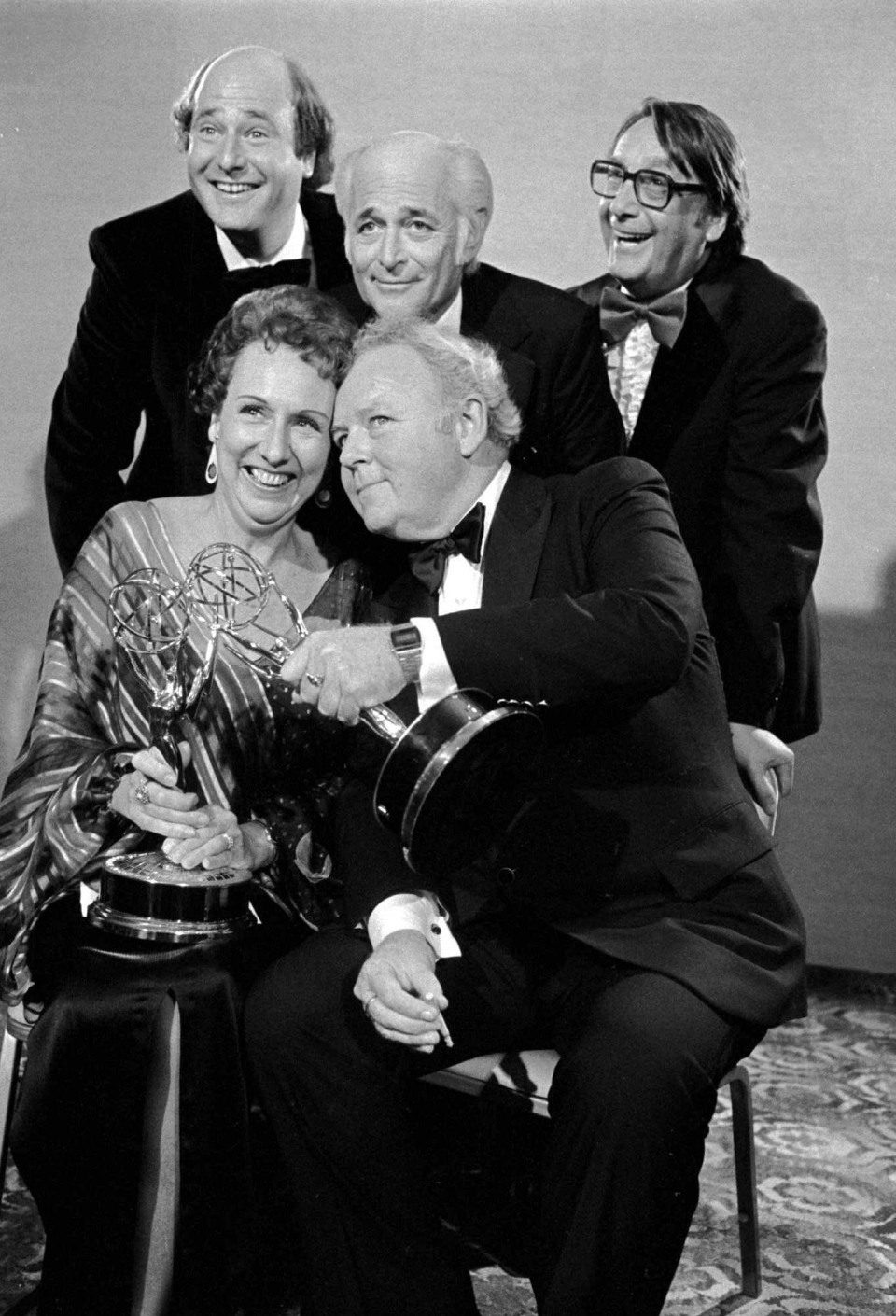 Actress Jean Stapleton, front right, and Carroll O' Connor, front left, hold the Emmys they won at television's 30th Emmy Awards program  for their performances in 'All in The Family,' in Hollywood, Ca. on Sept. 18, 1978. (AP)