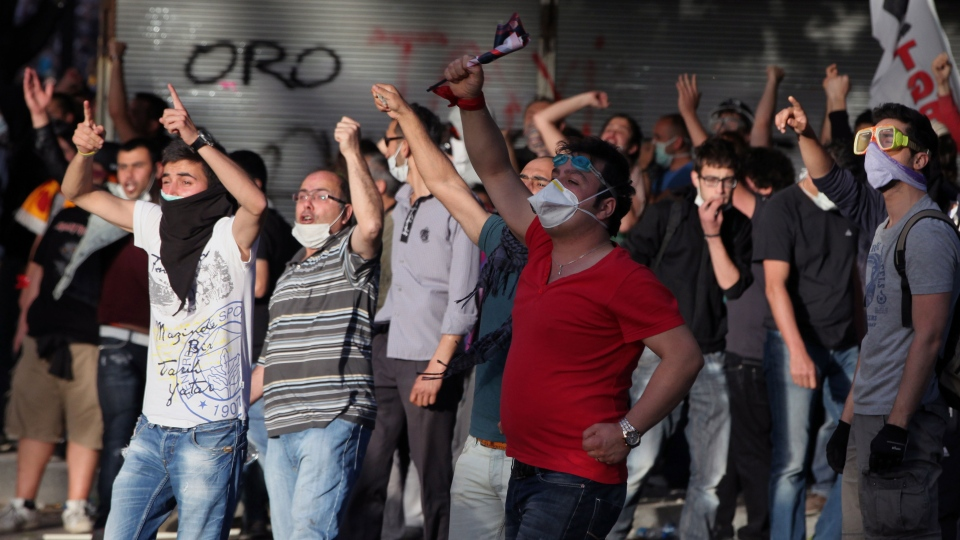 Young Turks shout anti-government slogans as they clash with security forces in Ankara, Turkey, Sunday, June 2, 2013. (AP / Burhan Ozbilici)