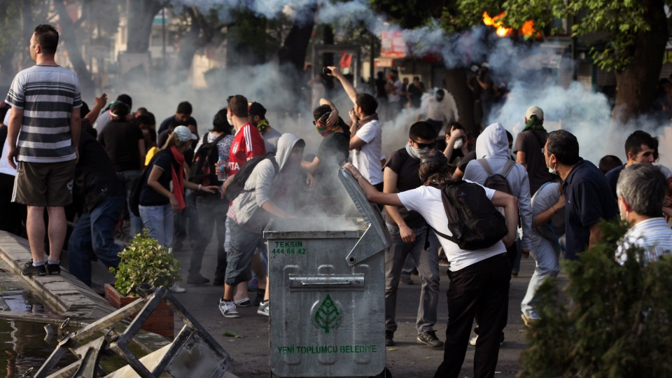Young Turks clash with security forces in Ankara, Turkey, Sunday, June 2, 2013. (AP / Burhan Ozbilici)