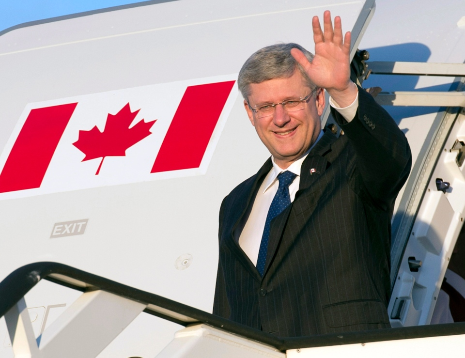 Canadian Prime Minister Stephen Harper arrives at the airport in Luton, England Tuesday June 11, 2013. (Adrian Wyld / THE CANADIAN PRESS)