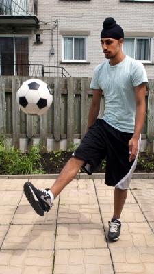 Marois backs Quebec's soccer turban ban