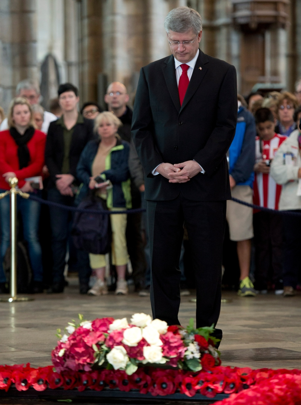Prime Minister Stephen Harper pays his respects at the Tomb of the Unknown Warrior in Westminster Abbey in London, England, Wednesday, June 12, 2013. (Adrian Wyld / THE CANADIAN PRESS)