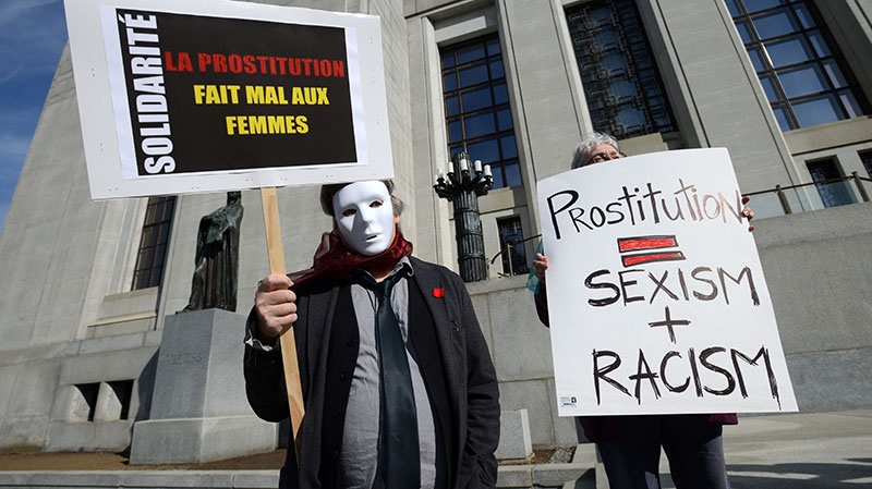 Protesters rally in front the Supreme Court of Canada in Ottawa on Thursday, June 13, 2013. (Sean Kilpatrick / THE CANADIAN PRESS)