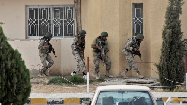 Police storm Pakistan hospital