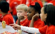 Children eating, Clinton, Miss.