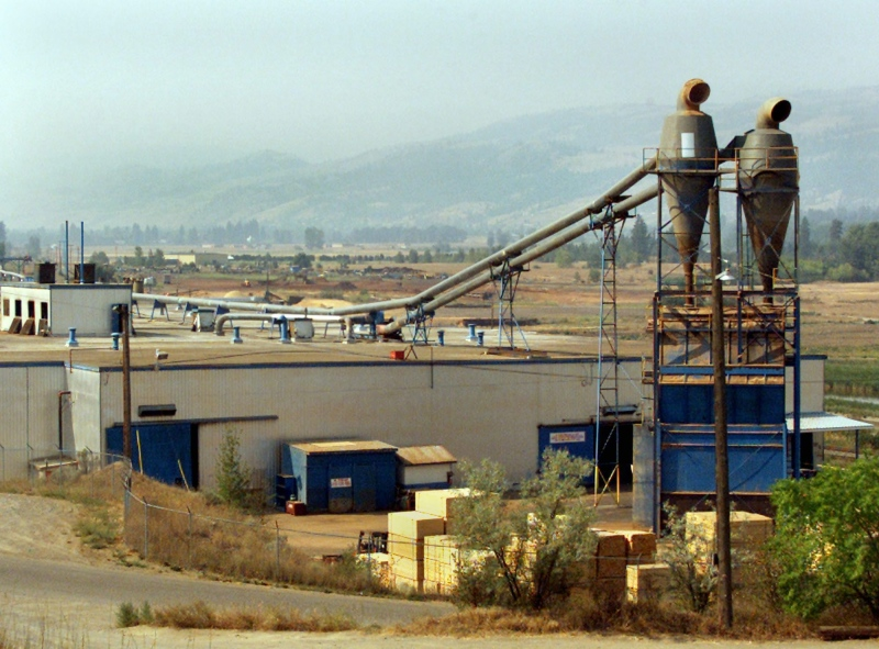 A Tolko Mill in Kamloops, B.C. is seen in this Aug. 2003 file photo. (The Canadian Press/Chuck Stoody)
