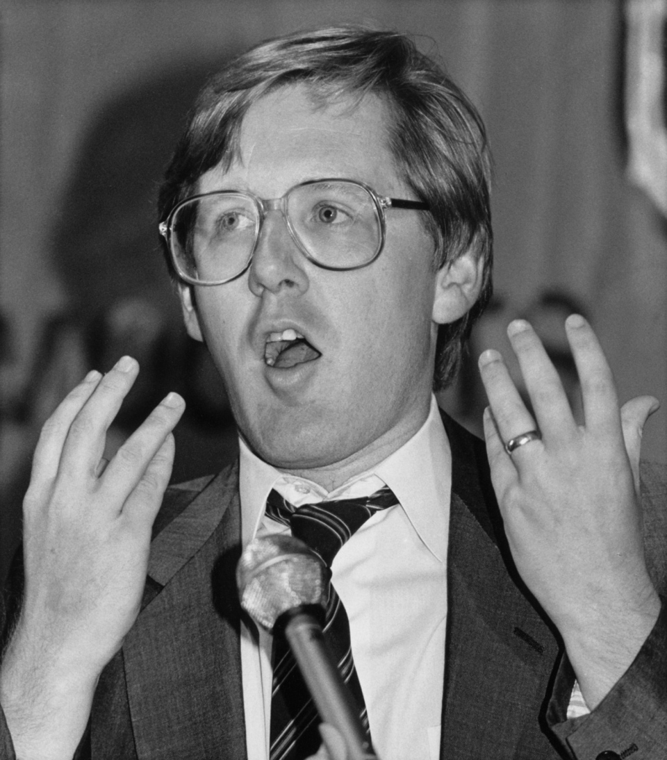 Ontario NDP Leader Bob Rae addresses the annual meeting of the Nova Scotia NDP Party in Halifax, N.S. on Aug. 18, 1985. (Michael Creagan / THE CANADIAN PRESS)
