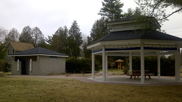 A January draft report says some of the G8 infrastructure projects included $274,000 on public toilets and $100,000 on a gazebo.(Jeffery Tam)