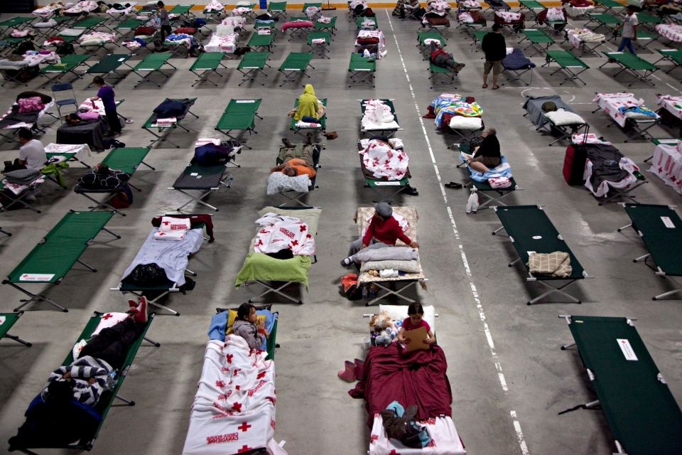 Displaced residents sleep on cots at the arena in Blackie, Alta. on Friday June 21, 2013. (Jordan Verlage / THE CANADIAN PRESS)