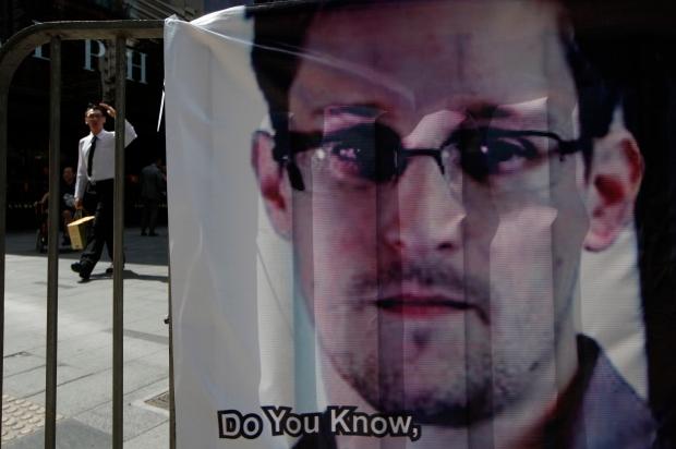 Edward Snowden russia airport
