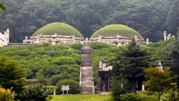 Risultati immagini per Tomb of King Kongmin