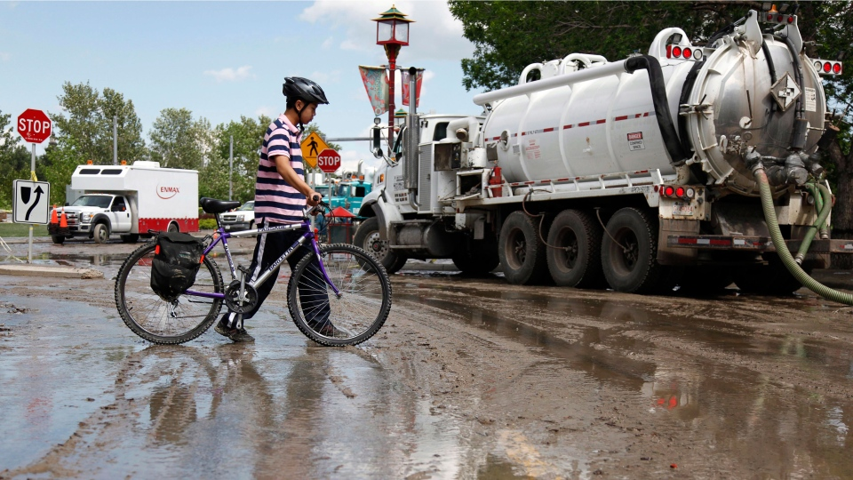 Calgary begins to clean up from massive flooding