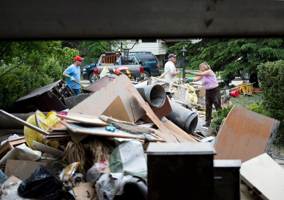 Residents and volunteers are in flood clean up mode in the community of Bowness in Calgary, on Monday, June 24, 2013. (Nathan Denette / THE CANADIAN PRESS)