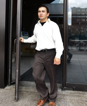 Joel Tenenbaum, a graduate student from Providence, R.I., leaves federal court, after taking the stand in his defense in his copyright-infringement trial, Thursday, July 30, 2009, in Boston.  (AP Photo/Bizuayehu Tesfaye)