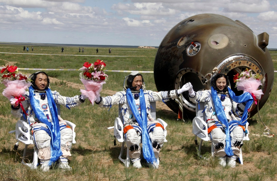 Chinese space capsule with 3 astronauts returns to Earth ...