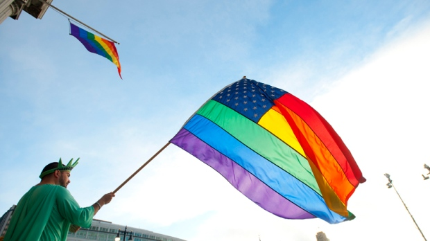 Obama applauds gay marriage decision
