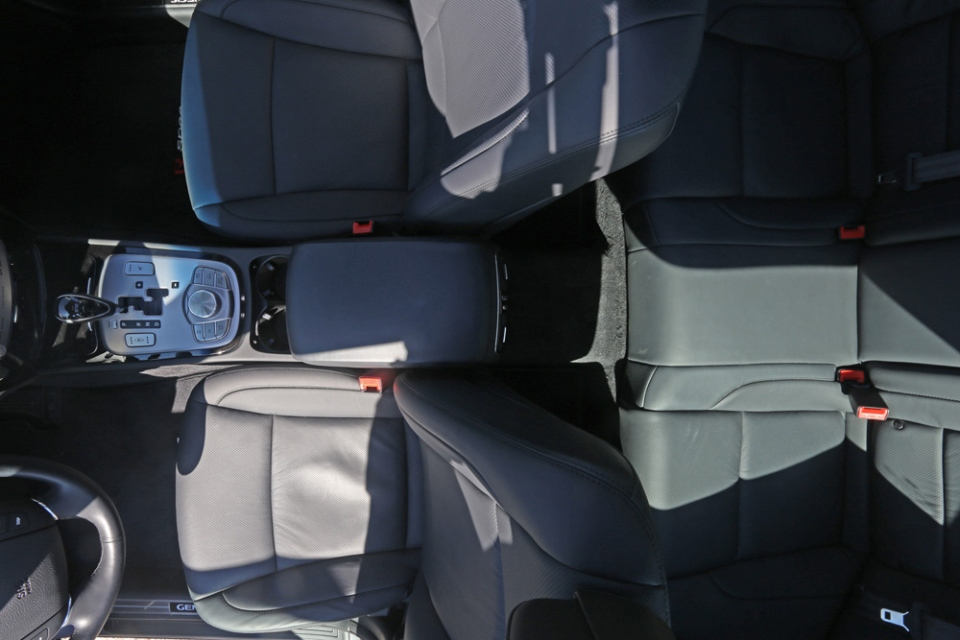 Interiour of the Genesis Sedan R-Spec is very well laid out and extremely comfortable. (Bill Wang/CTVNews.ca)
