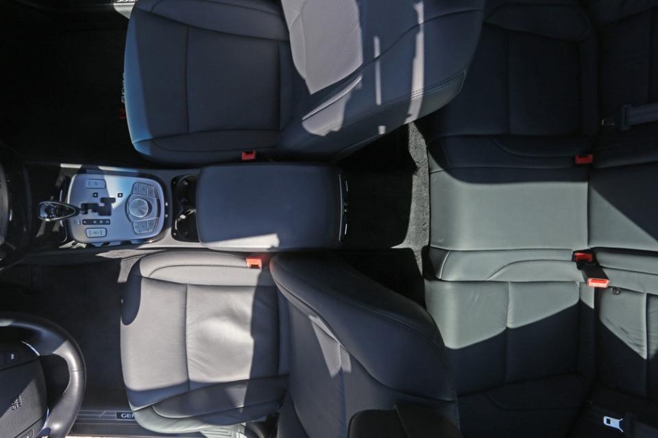 2013 Hyundai Genesis Sedan Interiour