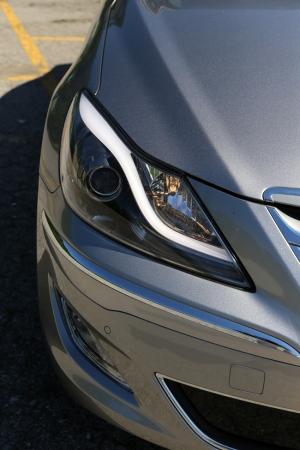 2013 Hyundai Genesis Sedan Headlight