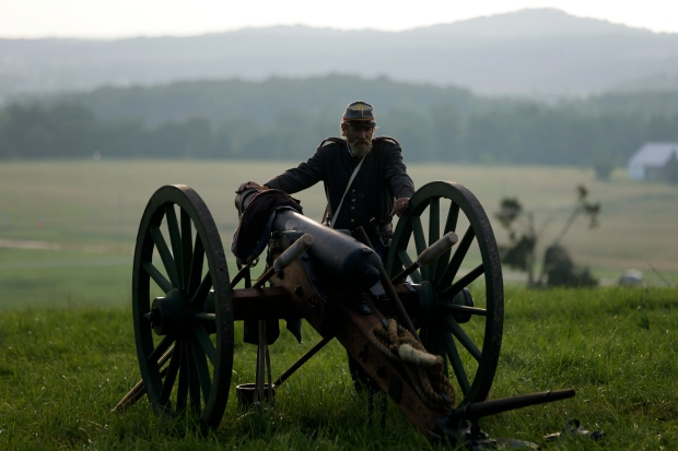 Re-enactors take field for Battle of Gettysburg