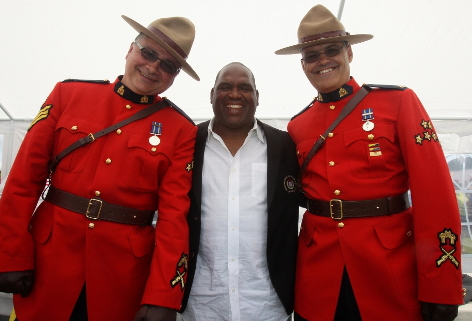Former Montreal Expos player Tim Raines poses for photos with Royal Canadian Mounted Police officers Rick Steeves, left, and Jim Ogden after the 2013 induction ceremony for the Canadian Baseball Hall of Fame in St. Mary's, Ont., Saturday June 29, 2013. (/Dave Chidley / THE CANADIAN PRESS)