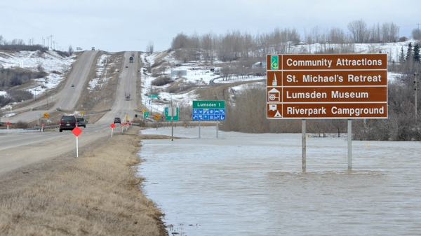 Motorists drive close to high water in the Qu'Appelle Valley northwest of Regina on Sunday, April 17, 2011. (Roy Antal / THE CANADIAN PRESS)