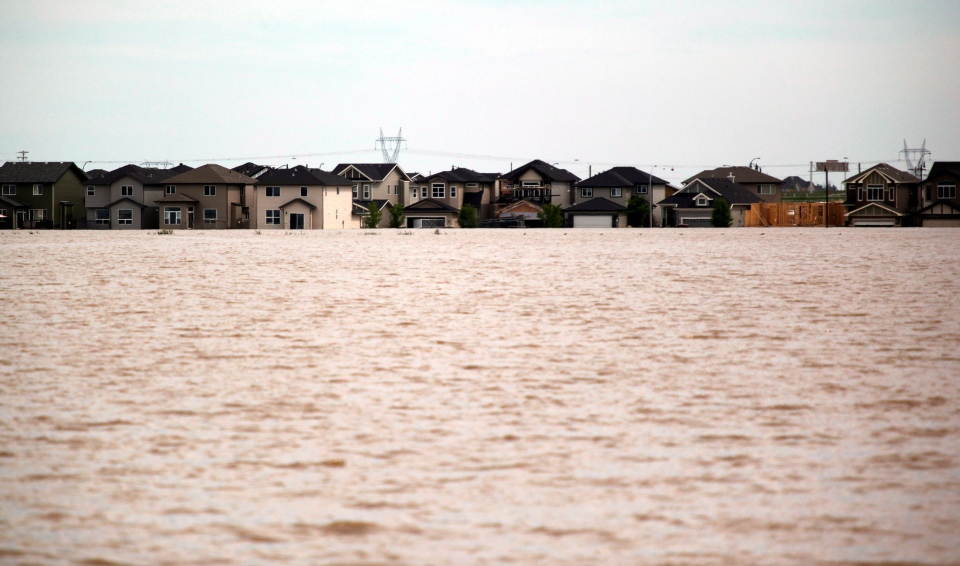 A flooded neighborhood in High River, Alta., Saturday, June 29, 2013. (Jeff McIntosh / THE CANADIAN PRESS)