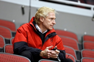 Phoenix Coyotes general manager Don Maloney watches his team during NHL hockey practice in Glendale, Ariz., Jan, 15, 2013 (AP / Ross D. Franklin)