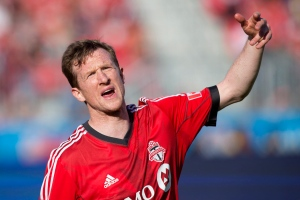 Toronto FC's Steven Caldwell organizes his team's defence against Columbus Crew during second half MLS action in Toronto on May 18, 2013. (Chris Young / THE CANADIAN PRESS)