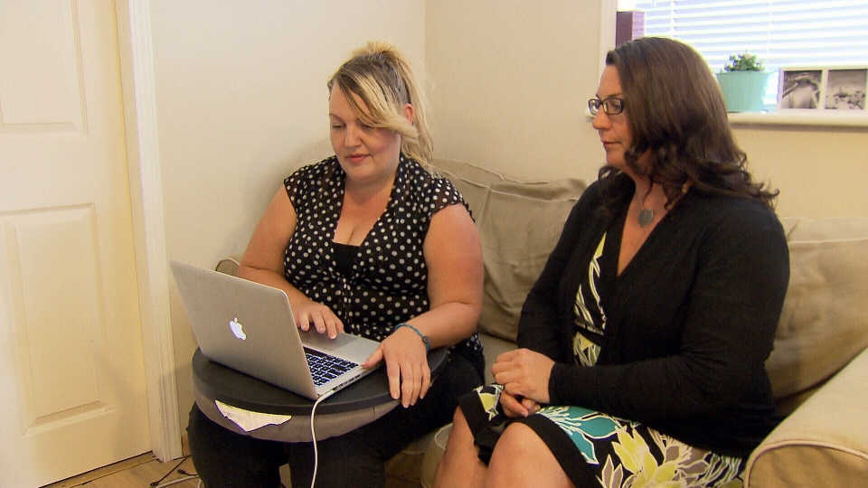 Lisa Dwyer, left, and Liz Charyna, right, said they were both approached by the same man on dating website Plenty of Fish who then proceeded to defraud them for thousands of dollars. (CTV)