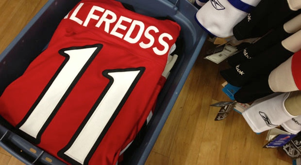 Alfredsson Jerseys are being boxed away after the former Ottawa Senator signs with the Detroit Red Wings.
