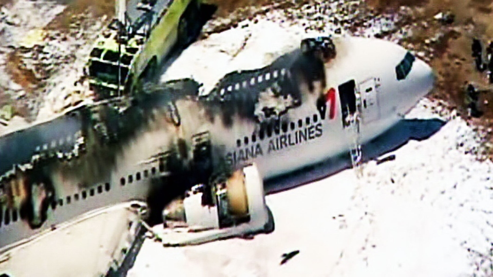 Boeing 777 operated by Asiana Airlines crashes while landing at San Francisco