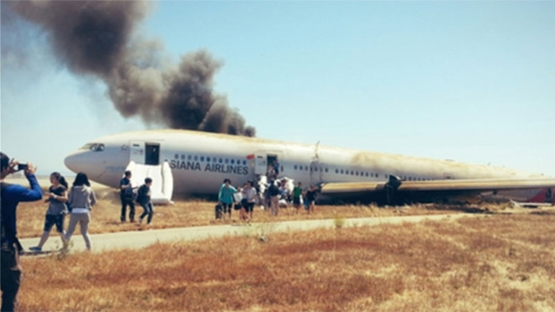 A Boeing 777 plane crash lands in San Francisco, Saturday, July 6, 2013. (David Eun / Twitter)