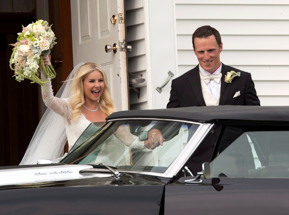 Toronto Maple Leafs captain Dion Phaneuf and actress Elisha Cuthbert head from their wedding at St. James Catholic Church in Summerfield, P.E.I. on Saturday, July 6, 2013. (Andrew Vaughan / THE CANADIAN PRESS)