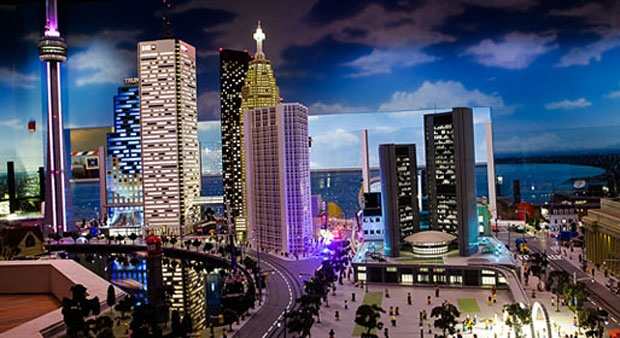 The Toronto skyline is shown in this image courtesy of legolanddiscoverycentre.ca