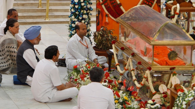 Mourners to pay respects to Sathya Sai Baba | CTV News