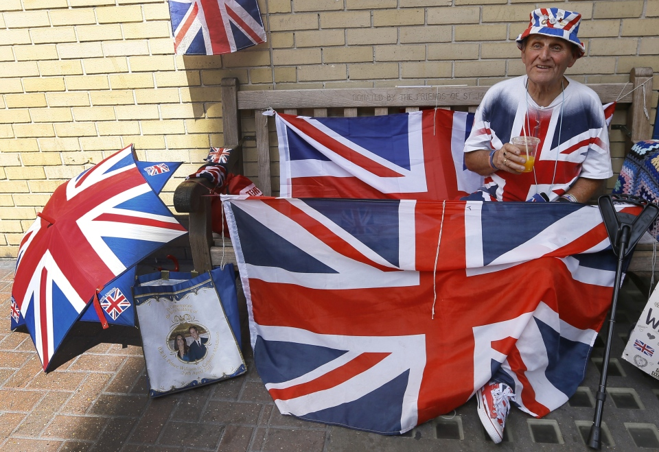 Royal supporter Terry Hutt sits on a bench near the Lindo Wing at St Mary's Hospital in London, Monday, July 15, 2013. (AP / Kirsty Wigglesworth)