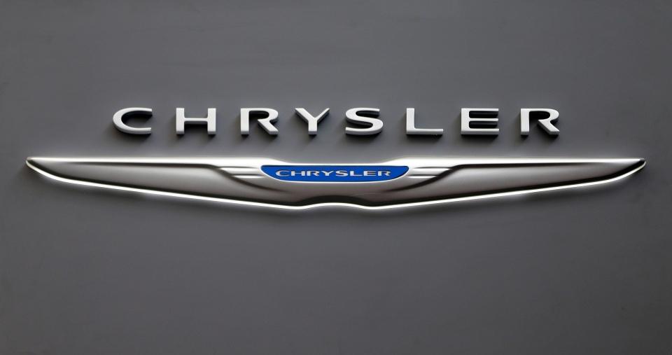 Chrysler recalls nearl...
