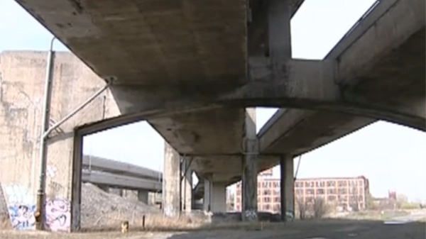Engineers working on the Turcot Interchange reportedly say there are major flaws with the structure.(April 28, 2011)