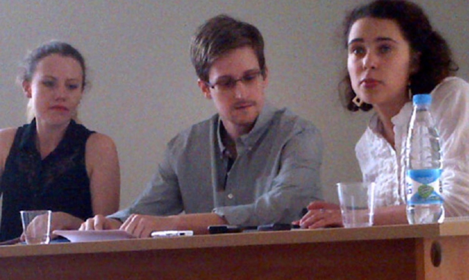 Edward Snowden, centre, attends a press conference at Moscow's Sheremetyevo Airport with Sarah Harrison of WikiLeaks, left, Friday, July 12, 2013. (Human Rights Watch / Tanya Lokshina)