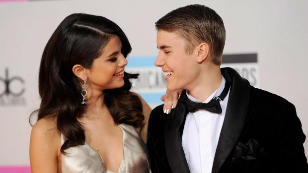 Selena Gomez dumps Justin Bieber