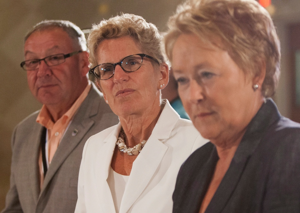 Ontario Premier Kathleen Wynne, centre, Quebec Premier Pauline Marois, right, and Nova Scotia Premier Darryl Dexter, listen to Elder Walter Cooke conduct the opening prayer during the premiers' meeting in Niagara-on-the-Lake, Ont., on July 24, 2013. (Aaron Lynett/THE CANADIAN PRESS)