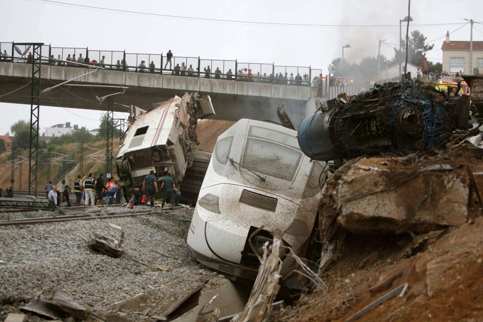 Emergency personnel respond to the scene of a train derailment in Santiago de Compostela, Spain, on Wednesday, July 24, 2013. (El correo Gallego / Antonio Hernandez)