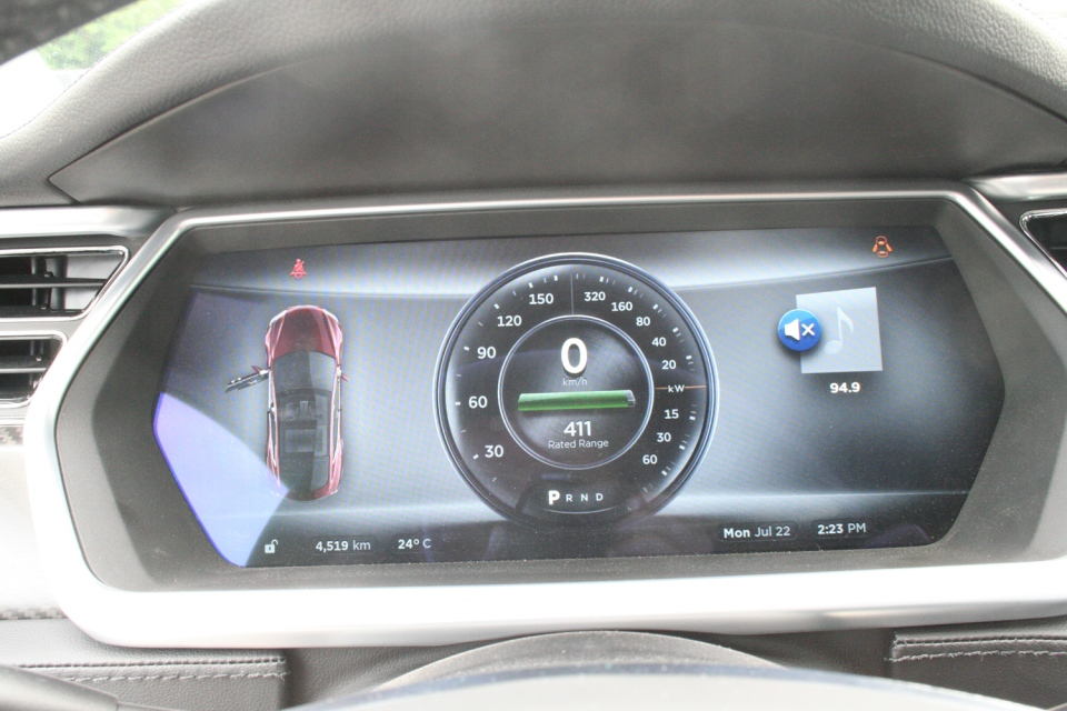 The centre dash is like your regular dash, with the exception that there are no moving parts (Bill Wang/CTVNews.ca)