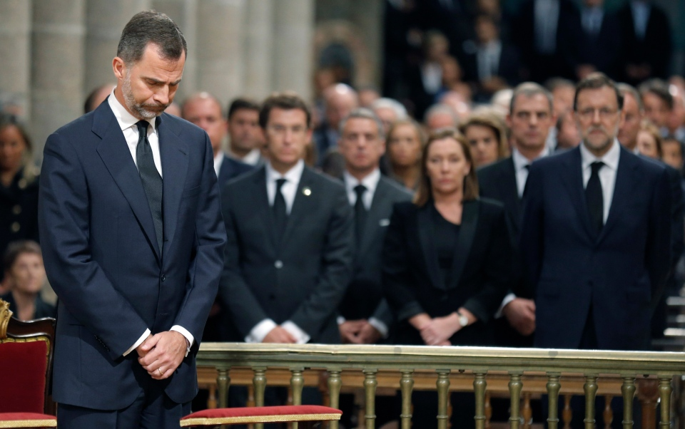 Spain's Prince Felipe, left stands in front of Spain's Prime Minister Mariano Rajoy, right during a funeral mass at the cathedral in Santiago de Compostela, Spain, Monday July 29, 2013. (AP / Lavandeira jr)