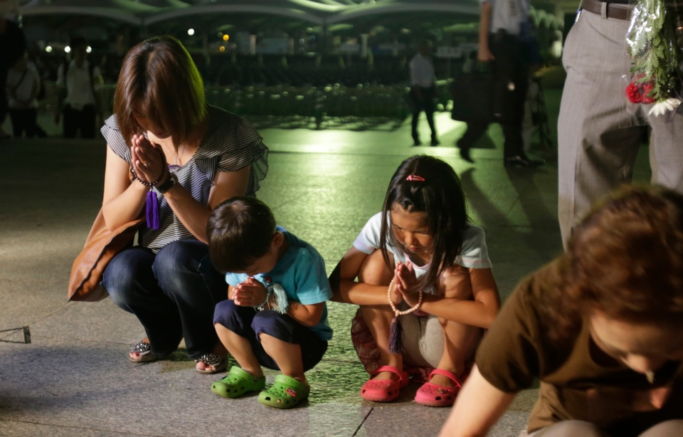 People pray for the atomic bomb victims at the Hiroshima Peace Memorial Park in Hiroshima, western Japan, early Tuesday, Aug. 6, 2013. (AP / Shizuo Kambayashi)