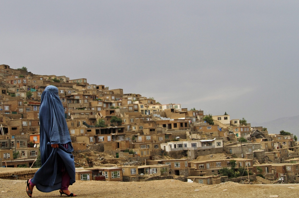 An Afghan woman walks down on a mountain road in Kabul, Afghanistan on Aug, 11, 2013. (AP / Ahmad Jamshid)